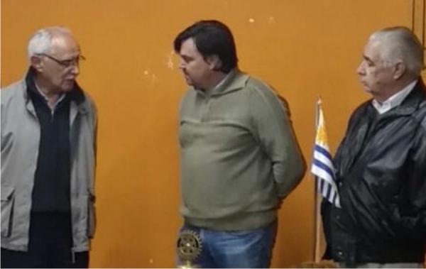 Rotary Rosario donó un bipedestador infantil a CAMEC FEMI Colonia